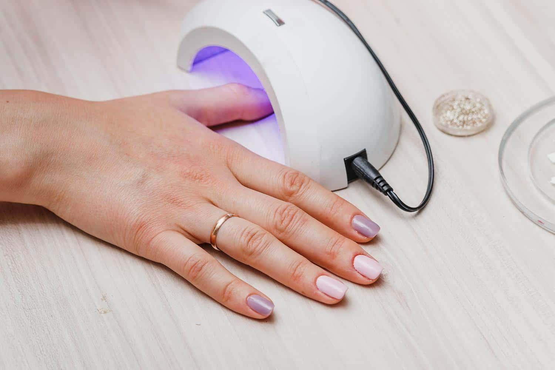 lampa do paznokci hybrydowych